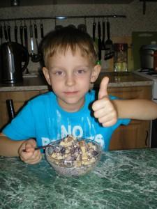 """Детский рецепт """"Мой любимый салат"""" от Матвея"""