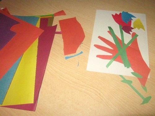 Аппликация из цветной бумаги Букет цветов для мамы