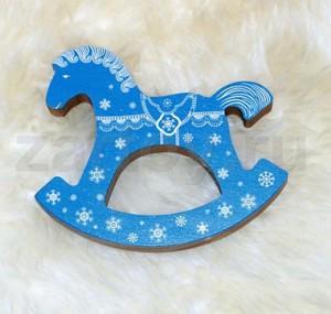 2014 год синей деревянной лошади