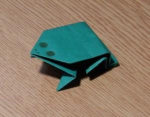 как из бумаги сделать лягушку 6