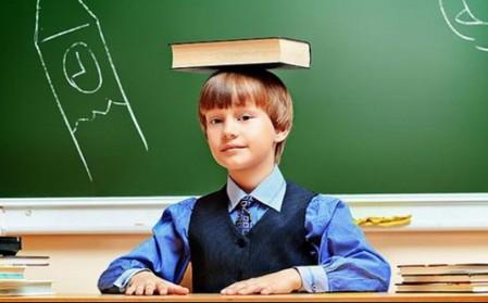 ношение книги на голове помогает исправить осанку