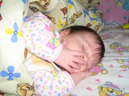 сколько ребенок в 2 месяца должен спать