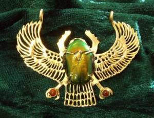 жук скарабей - символ бога солнца РА