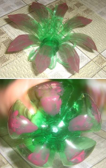 два цветка из пластиковых бутылок