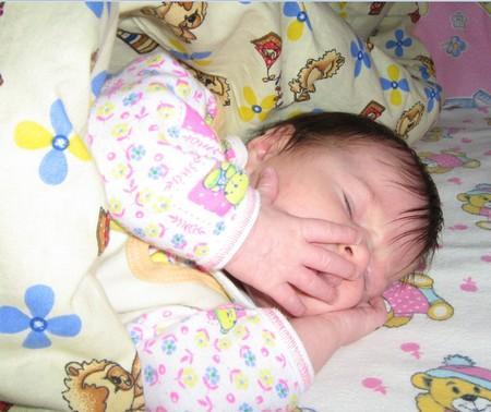 сколько времени должен спать ребенок в 1 месяц