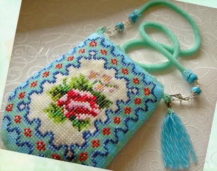сумочка из бисера в подарок маме
