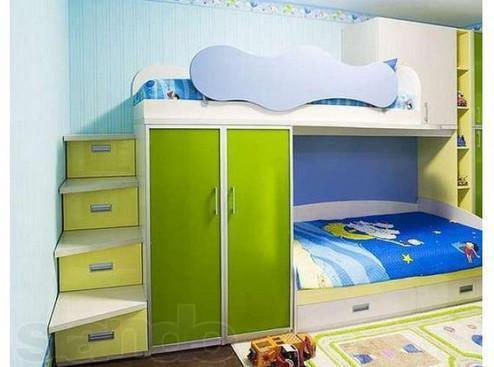двухъярусная кровать в спальне родителей