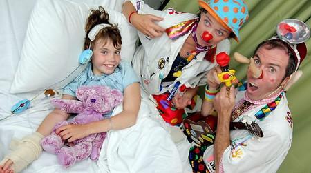 клоун и больной ребенок