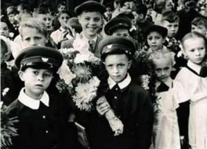 одной из радостей после войны стала новая школьная форма