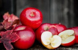 7 красных яблок на моем столе
