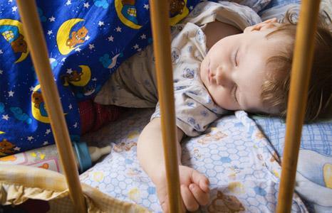 ребенок спит днем после сада