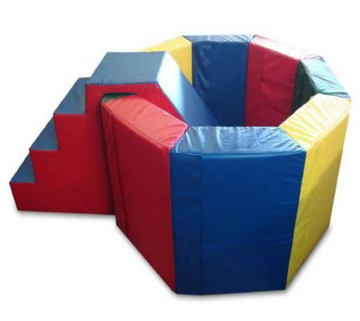 Мягкий игровой модуль бассейн с лестницей. Цена 2700