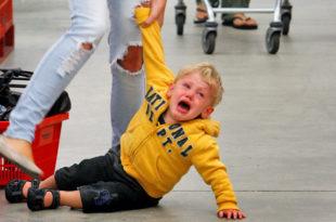 Истеприка у ребенка в общественном месте