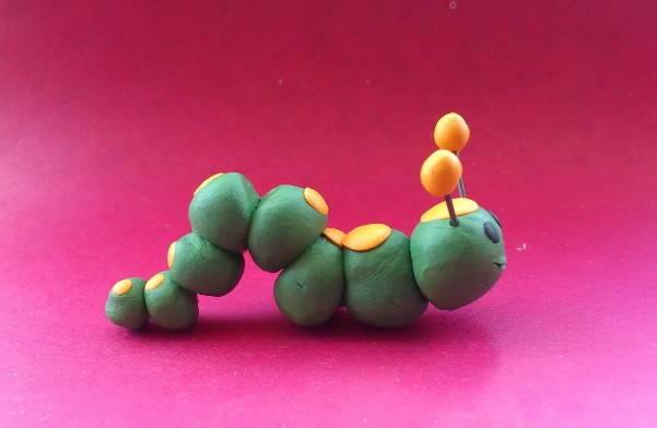 пластилиновая гусеница