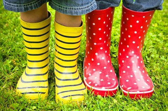 Яркие резиновые сапоги для детей