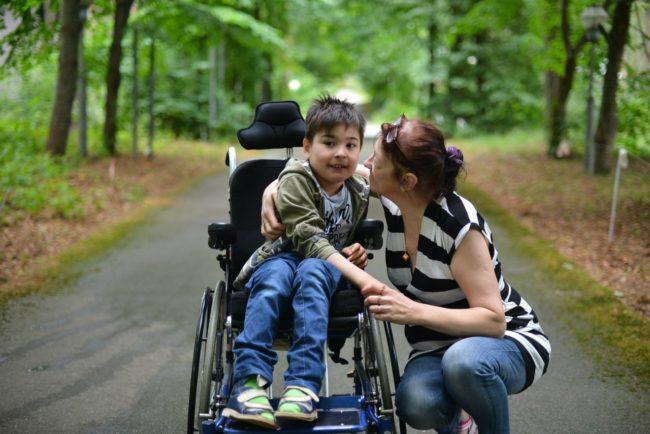 удобная детская инвалидная коляска