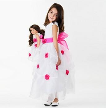 кукла Мия и девочка в одинаковой одежде