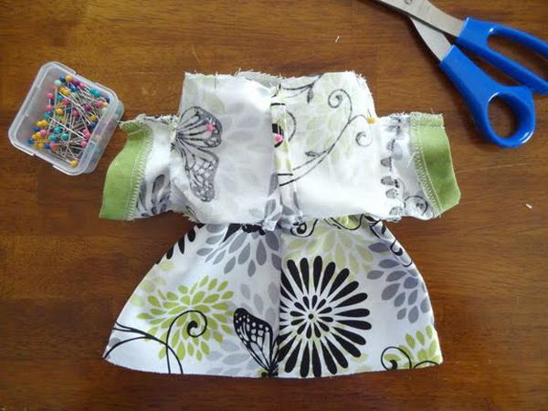 платье для куклы из обрезков ткани