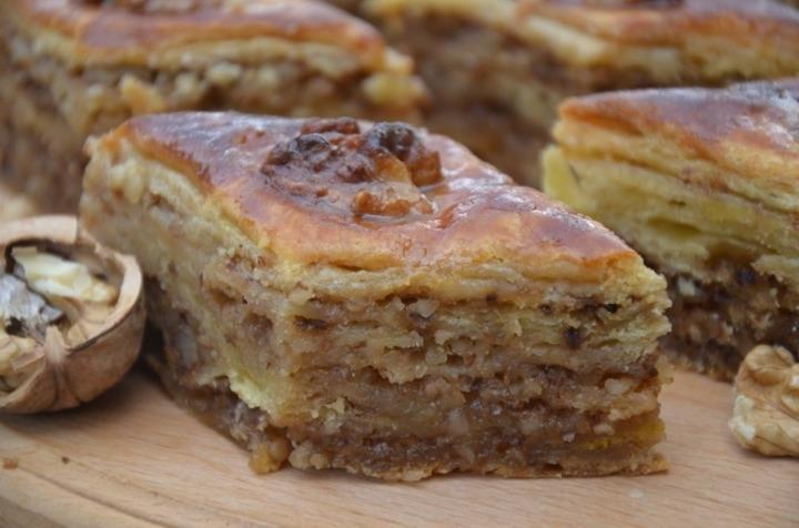 слоеный торт с грецкими орехами