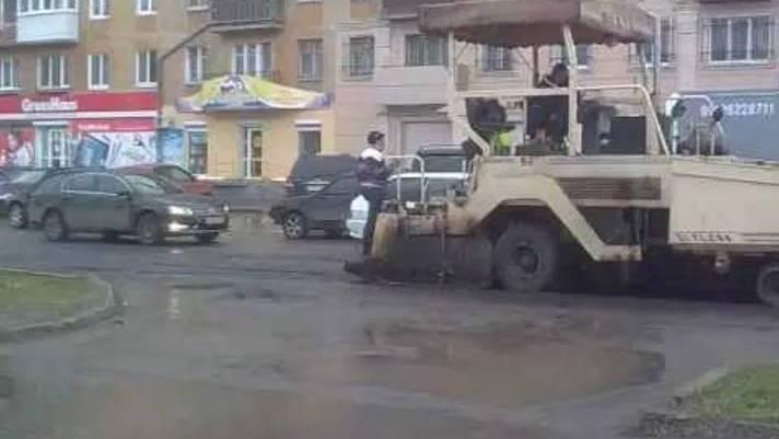 Дождевой ремонт дороги в Нижнем Тагиле