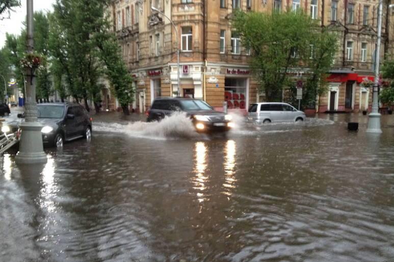 После летних ливней Иркутск превращается в озеро