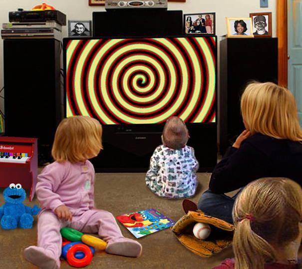 дети смотрят мультсериал как под гипнозом